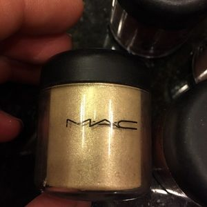MAC pro size pigment .26oz